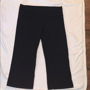 Lululemon size 8 black Capri pants